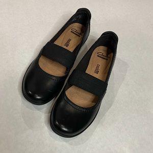 EUC Clarks Mary Jane Black Flats Size 7